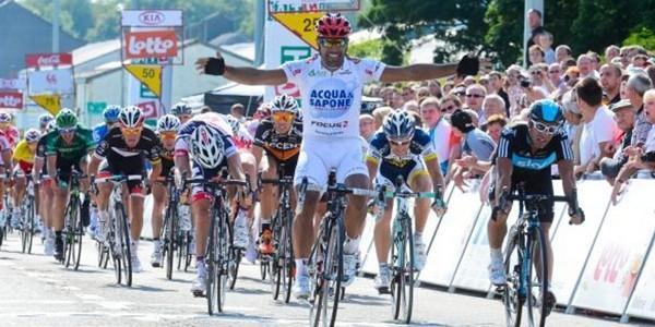 Napolitano vince la seconda tappa del Giro di Vallonia.