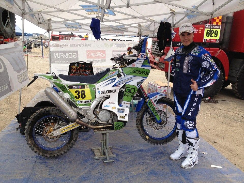 Alex Zanotti al via della Dakar