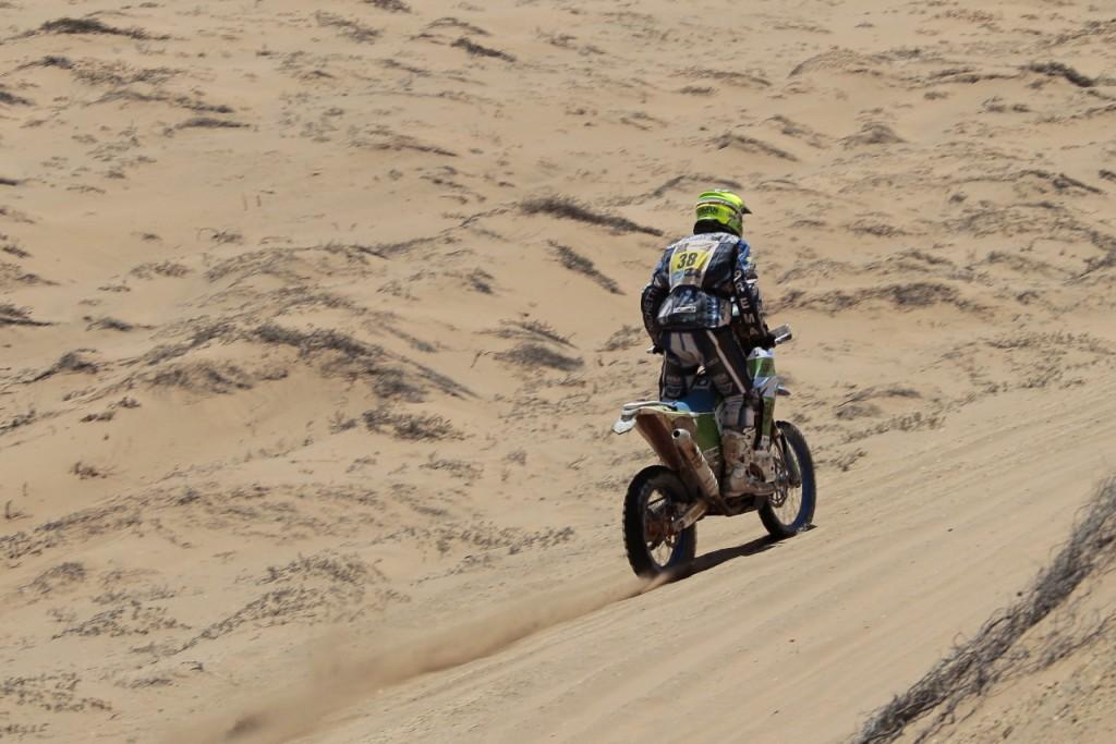 Alex Zanotti al via della penultima tappa della Dakar